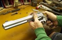 Armi, il governo vara regole più severe: servirà un nulla osta per avere una pistola