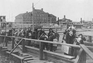 Una vecchia fotografia del 1902, quando eravamo noi i migranti.