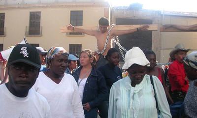 Crocifissione simbolica delle popolazioni indigene in Honduras (© Foto G. Trucchi)