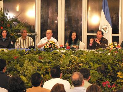 Ortega riunito con il suo Gabinetto © (Foto G. Trucchi)