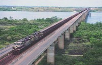 Il treno della Ferrovia di Carajás percorre 900 Km dalle miniere al piú grande porto brasiliano, in São Luís.
