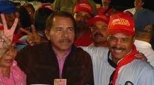 Daniel Ortega con Alexis Arguello e Daysi Torres, candidati per Managua (© Foto G. Trucchi)