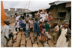 Un momento dell'inaugurazione di Slum TV