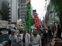 Marcia per la pace a Ginza, quartiere di Tokyo, in difesa dell'articolo 9 della Costituzione giapponese