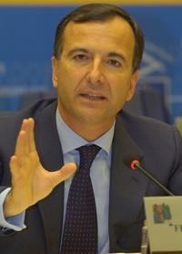 Siria: ministro Frattini, quei carro armati sparano italiano sui civili di Hama