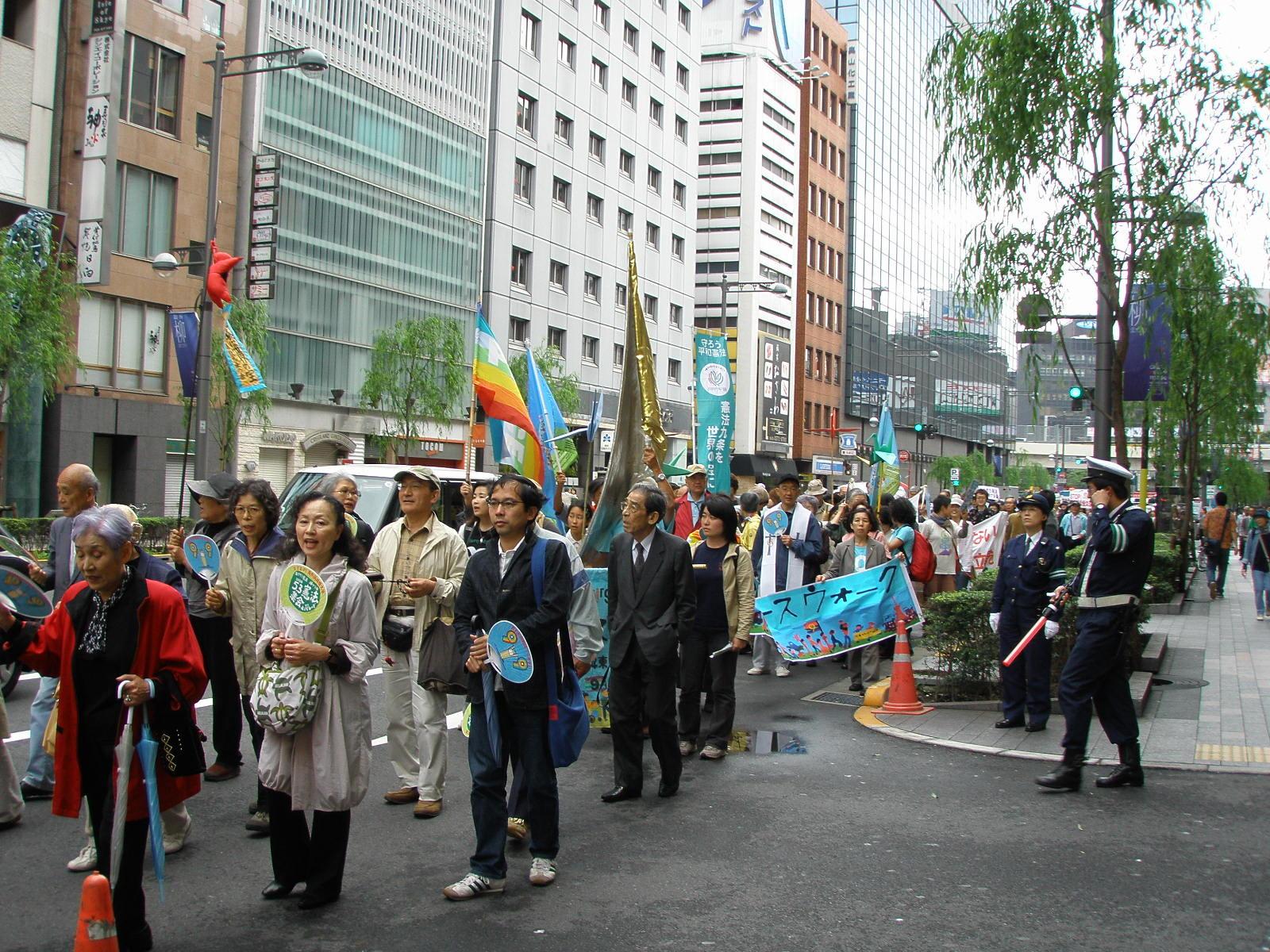 peace walk attraversa il quartiere Ginza a Tokyo