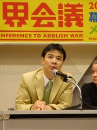 Tatsuya Yoshioka di Peace Boat alla conferenza stampa