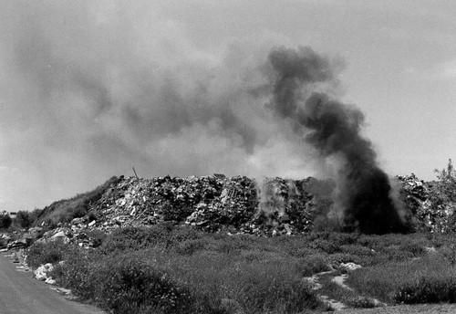 """(San Ferdinando di Puglia) Discarica abusiva comunale chiusa nel 1994 grazie alla Campagna nonviolenta """"San Ferdinando zona termale"""" promossa dalla Casa per la nonviolenza."""