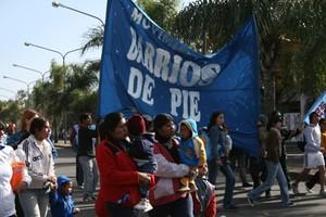 Donne con bambini nella marcia del 14 giugno in omaggio al Che