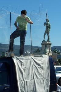 Saverio Tommasi in gabbia al Piazzale Michelangelo
