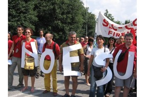 Il presidio dei lavoratori Telecom a Firenze