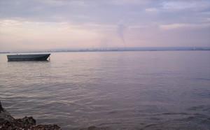 Taranto, il mare e le ciminiere