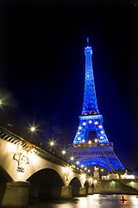 France took on the EU presidency on 1st of July. To celebrate the political event, The Eiffel tower had been decorated with the stars composing the EU flag and was enlightened in blue.  Though the horizon is not plain blue for Nicolas Sarkozy. The French President will actually have many troubles to cope with during his presidency ; the first one being the settlement of the institutional crisis concerning the ratification of the Lisbon Treaty which had just been refused by Ireland.