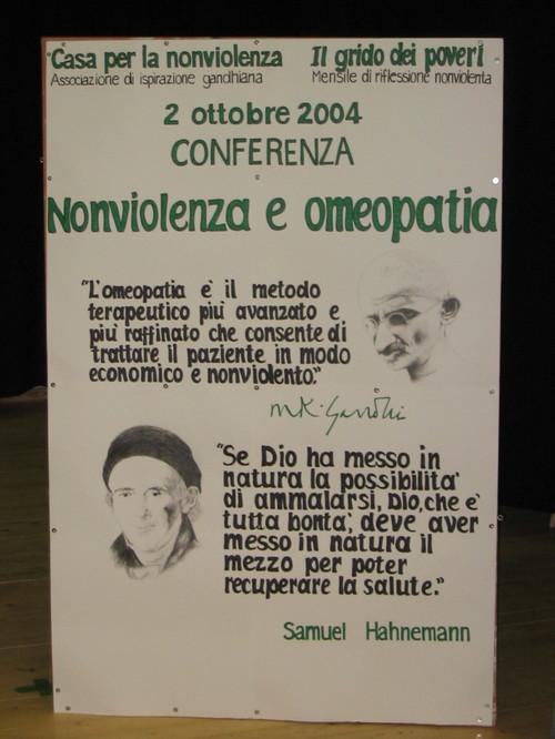 """Conferenza sul tema: """"NONVIOLENZA E MEDICINA OMEOPATICA"""" - 2 ottobre 2004."""