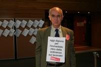 Vittorio Agnoletto al parlamento europeo durante lo sciopero della fame a staffetta organizzato per protestare contor le ordinanze fiorentine sui lavavetri