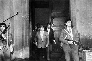 Salvador Allende difende con le armi il palazzo de la Moneda