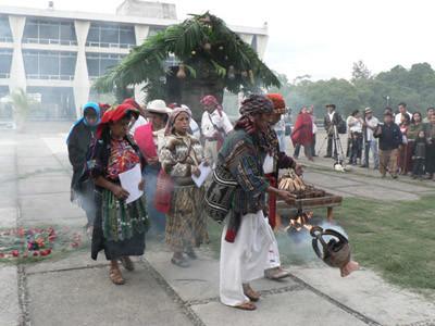 Una cerimonia maya ha dato inizio ai lavori del FSA (© Foto G. Trucchi)