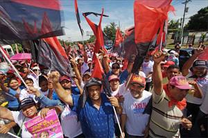 Sandinisti festeggiano per le strade di Managua (Foto La Prensa)