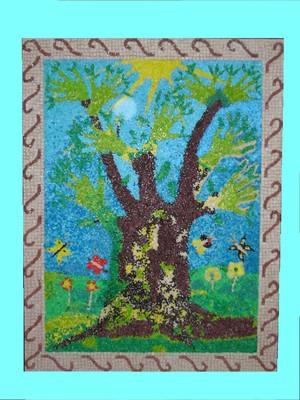 """Logo della mostra """"Le parole sono un seme"""": un mosaico realizzato da tutti i bambini con disabilità dell'istituto, rappresenta la solidarietà."""