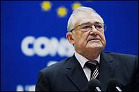 Consiglio d'Europa: il segretario generale Terry Davis reagisce all'espulsione di un cittadino turisino a rischio tortura dall'Italia