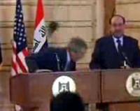 Appello per il giornalista iracheno che ha lanciato due scarponi verso Bush