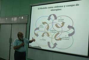 Il ministro Miguel De Castilla spiega il nuovo modello (© Foto G. Trucchi)