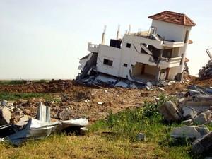 Casa distrutta dai buldozer israeliani a Rafah, sud della Striscia di Gaza