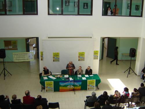 10 marzo 2009 - Conferenza di Alex Zanotelli a San Ferdinando di Puglia . Galleria fotografica della manifestazioni Casa per la nonviolenza, associazione di ispirazione gandhiana.