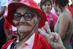 Nuove e vecchie generazioni celebrano la vittoria (Foto AFP)