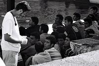 isola lampedusa molo favarolo msf offre ai migranti le prime cure chiara tamburini 2007