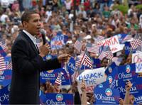 Barack Obama davanti ai suoi sostenitori