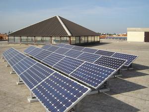 """Impianto fotovoltaico dell'Istituto di Istruzione Secondaria Superiore """"Ignazio Silone"""" di San Ferdinando di Puglia."""