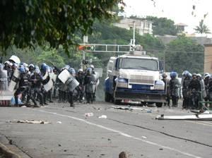 La Polizia e l'Esercito dell'Honduras reprimono la manifestazione pacifica (Foto G. Trucchi)