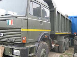 Camion militare destinato all'ospedale di Kimbau (R. D. Congo)