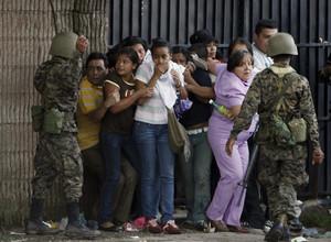Repressione contro la popolazione (Foto defensoresenlinea.com)