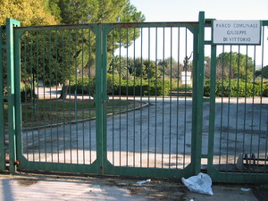 """Parco comunale """"Giuseppe Di Vittorio"""" sempre chiuso (San Ferdinando di Puglia)"""