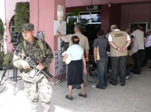 L'esercito ha fatto da padrone nei seggi dell'Honduras © (Foto G. Trucchi)