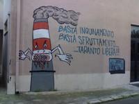 Diossina: il colosso siderurgico Ilva perde le staffe. Ma intanto a Taranto non si può più pascolare