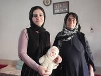 Khelan con la nonna Habsa