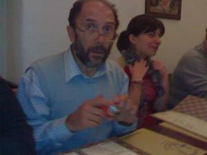 L'epidemiologo Valerio Gennaro (sullo sfondo Teresa Manuzzi)