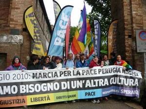 Alcune immagini dalla Marcia per la Pace Perugia Assisi del 16 maggio 2010. La partenza