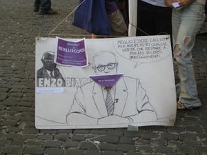 Montecitorio 29 luglio 2010. Le parole di Enzo Biagi ricordate dal popolo viola