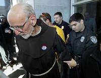 Protesti contro la tortura? Ti mettiamo in carcere! La testimonianza di un frate francescano  scarcerato a luglio