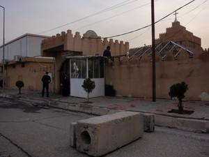 Blocchi di cemento davanti alla diocesi caldea di Erbil