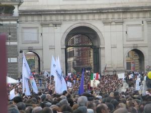 La folla non riesce ad attraversare Porta del Popolo ..Bellezza e intelligenza non siano comprate dai potenti