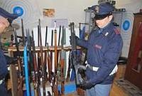 In negozio la centrale del traffico d'armi