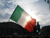 La bandiera italiana. Piazza del Popolo 12 marzo 2011