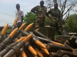 Militari armati nel sud della Nigeria, 2006, chiedendo che le popolazioni locali ricevano una parte equa della ricchezza petrolifera del paese.