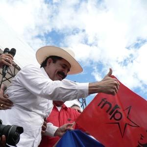 Zelaya all'arrivo a Tegucigalpa (Foto G. Trucchi)