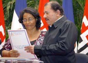 Daniel Ortega consegna titoli di proprietà (Foto CCC - Jairo Cajina)
